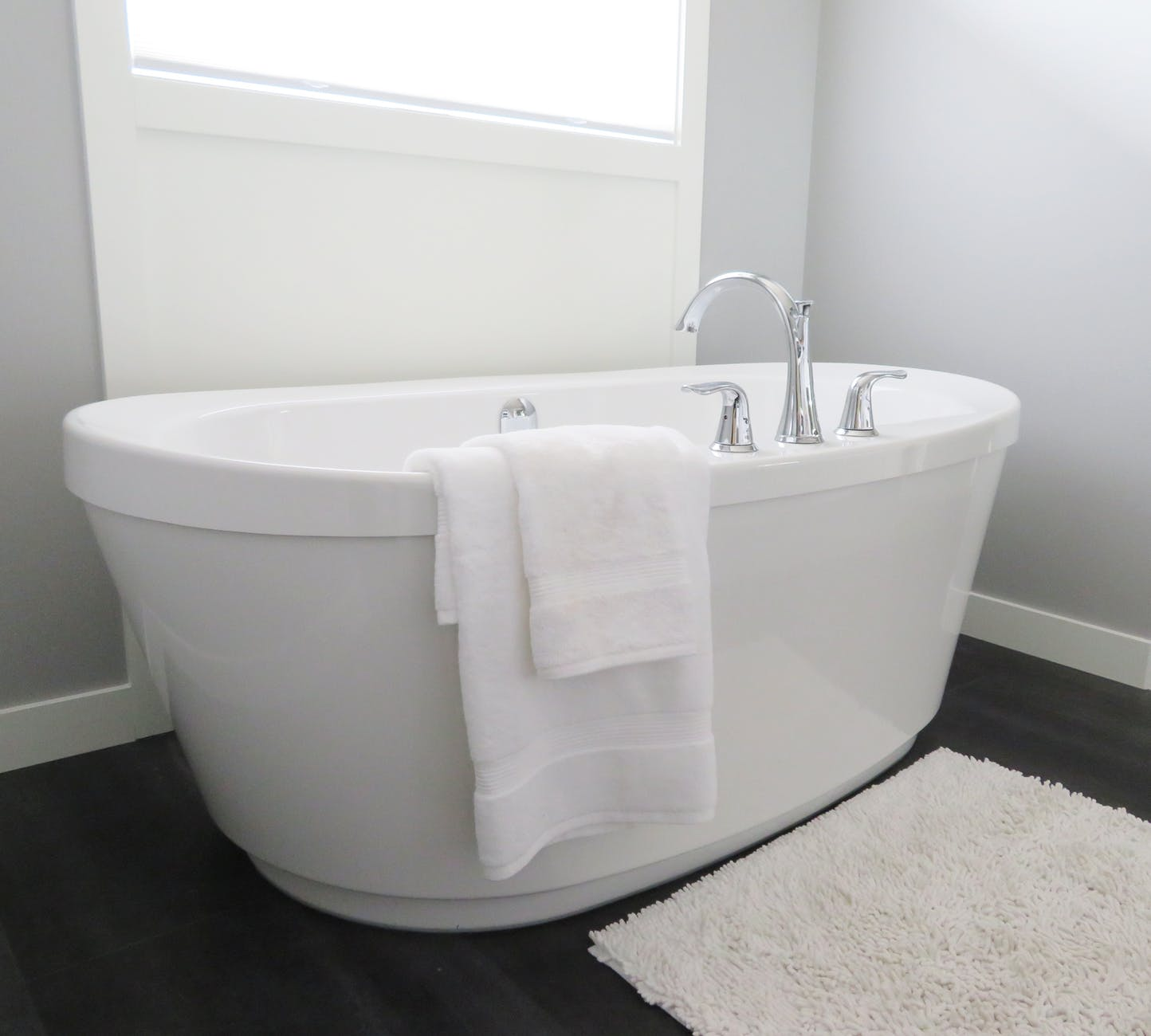 bathroom bathtub ceramic clean